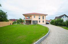 Moderne Landhaus-Villa in Riegel am Kaiserstuhl: Erleben Sie ein außergewöhnliches Anwesen. Modern eingerichtet, funktional gegliedert in einem zeitlosen Design. Hier steht die Wohnqualität der Bewohner im Vordergrund und es gibt keine Abstriche bei der Qualität.