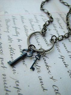 Old keys - obsession Antique Keys, Vintage Keys, Vintage Jewelry, Key Jewelry, Jewelery, Jewelry Making, Jewelry Ideas, Under Lock And Key, Key Lock