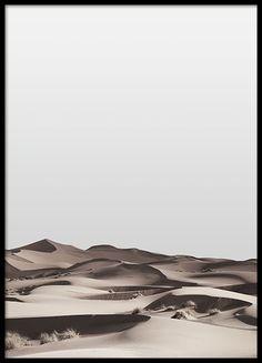 Hübsches Poster mit Fotografie einer Wüstenlandschaft. Es passt ausgezeichnet zu unseren schwarz-weißen Typografie-Postern mit tollen Zitaten. www.desenio.de