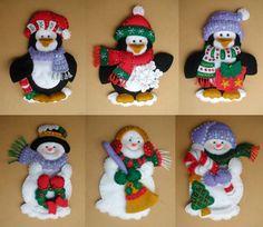 Juego pinguinos - Bordados Oma Felt Christmas Ornaments, Christmas Art, Christmas Themes, Christmas 2019, Christmas Stockings, Christmas Decorations, Felt Crafts, Christmas Crafts, Diy Crafts