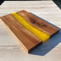 Stunning chopping board finished with Osmo TopOil-Satin 3028. Project By @tideline_interiors (IG)
