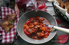 Gulasz wolowy z dynia Ratatouille, Pistachio, Recipies, Meat, Chicken, Ethnic Recipes, Food, Recipes, Beef