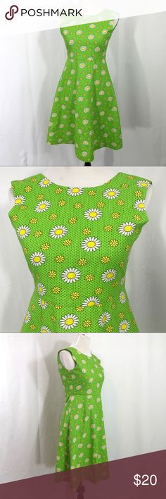 Vintage 1990s Mod Green Daisy Floral Dress XS EUC. Great cotton daisy dress. Flared skirt and zips up the back.. No tag. Possibly handmade. Bust 32 Waist 28 Length 37 ModCloth Dresses Mini