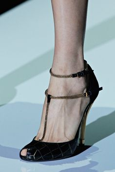 Gucci Spring 2012 Ready-to-Wear Fashion Show Details