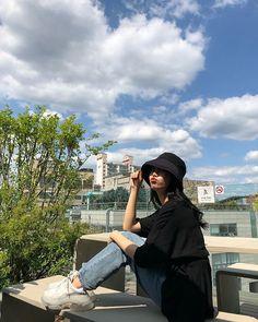 Nayeon Bias Wrecker Korean Girl Photo, Korean Girl Fashion, Ulzzang Fashion, Korean Street Fashion, Korea Street Style, Style Ulzzang, Mode Ulzzang, Ulzzang Korean Girl, Girl Photo Poses