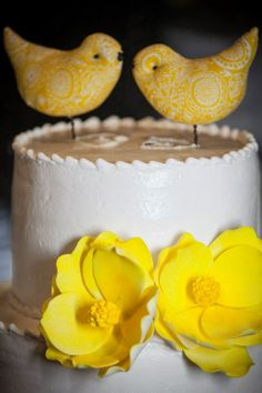 Our wedding cake  #yellow #lovebirds