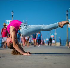 Wow Sofie dossi is amazing well I can do something else in another way Flexibility Dance, Gymnastics Flexibility, Gymnastics Poses, Amazing Gymnastics, Gymnastics Videos, Gymnastics Girls, Gymnastics Problems, Acrobatic Gymnastics, Flexibility Workout