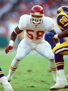 Derrick Thomas Nfl Chiefs, Kansas City Chiefs Football, Football Hall Of Fame, Nfl Football, Football Helmets, School Football, Derrick Thomas, Sports Personality, Best Football Players