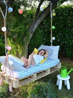 DIY swing from Euro pallets - 25 fairytale ideas for you .- DIY Schaukel aus Europaletten – 25 märchenhafte Ideen für Sie DIY swing from Euro pallets – 25 fairytale ideas for you - Diy Projects For Kids, Diy Pallet Projects, Outdoor Projects, Garden Projects, Diy For Kids, Pallet Ideas, Pallet Garden Ideas Diy, Pallet Swing Beds, Diy Swing