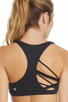 Just like your workout routine, it's key to switch things up. Opt for an interesting addition to your bra game with a strappy, asymmetrical number that will keep you sweat-free.| Kessler Bra - Fabletics