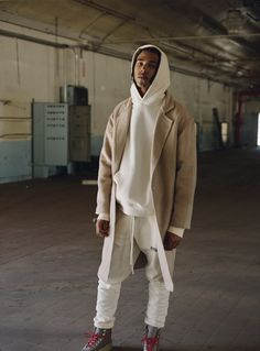Mens fashion editorial - Fear of God ESSENTIALS Collection Drops at PacSun Today – Mens fashion editorial Men Street, Street Wear, Urban Fashion, Mens Fashion, Fashion Vest, Yeezy Fashion, What To Wear Today, Layering Outfits, Unisex
