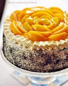 tort makowy z brzoskwiniami