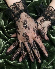 Google Image Result for http://www.albertzoll.com/images/Black%2520Lace%2520Gloves%2520Floral%2520JG914.jpg