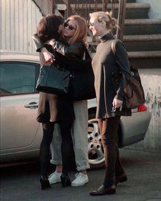 Courteney Cox | Jennifer Aniston | Lisa Kudrow Friends Cast, Friends Moments, Friends Series, Friends Tv Show, Ross Geller, Phoebe Buffay, Chandler Bing, Rachel Green, Jen And Justin