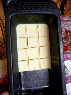 I already make a dark chocolate low-carb fudge (light chocolate if I can find avocado for it), but I miss white chocolate from time to time. I'll have to give this low-carb version a try. Banting Recipes, Low Carb Recipes, Cooking Recipes, Healthy Recipes, Low Carb Deserts, Low Carb Sweets, High Protein Low Carb, Low Carb Keto, Sugar Free Chocolate