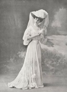 Mlle Marie Louise Derval, 1905.