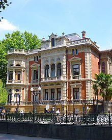 Palacio Olábarri    construido en la zona del Campo Volantín a finales del siglo XIX. Fue proyectado por el arquitecto Julián de Zubizarreta en 1894 como residencia de José María Olábarri y Manino, importante hombre de negocios de la época  El palacio tiene influencias francesas e inglesas y desde 1953 hasta 2013 fue la sede principal de la Autoridad Portuaria de Bilbao.