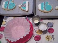 Callye did a great tutorial on how she applies sanding sugar. One thing I love about University of Cookie and cookie blogs is that there are so many ways to decorate cookies. Experiment...and do what works for you!