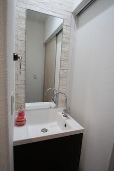 洗面台にも、調湿効果の高いエコカラットを使用しています。