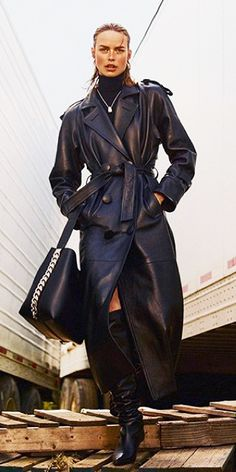 Leather Coat Daydreams: The Attico Leather Trench Coat Leather Trench Coat Woman, Trench Coat Outfit, Long Leather Coat, Women's Trench Coats, Trent Coat, Emo Dresses, Party Dresses, Fashion Dresses, Vintage Coat