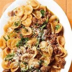 Orecchiette mit Fleischsoße - Orecchiette wird hier mit einer Soße aus Wurst und Rucola in einer Pfanne gekocht, ein schnelles, einfaches Gericht mit wenig Abwasch. @ de.allrecipes.com