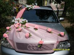 organza which ribbon both sides of the car as if it is scarf with the distribution of a distinct flowers as if they are a differentiated wedding dress .