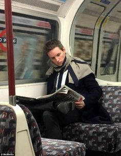 He's beneath you! Oscar-winning millionaire Eddie Redmayne is spotted taking the London tu...