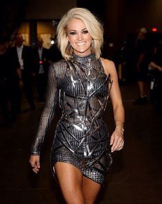 Carrie Underwood | ACM 2016 I's kinda liking this new look for her. It's very sassy.