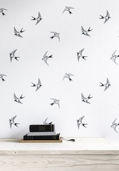 The bird pattern is an interesting type of wallpaper. Bird Wallpaper, Home Wallpaper, Wallpaper Designs, Creation Deco, My New Room, Home Decor Inspiration, Home Accessories, Sweet Home, Wall Decor