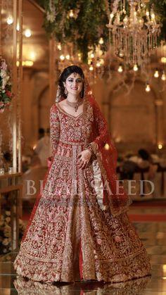 Pakistani Bridal Hairstyles, Pakistani Bridal Lehenga, Designer Bridal Lehenga, Pakistani Dresses, Indian Dresses, Indian Bridal Outfits, Pakistani Wedding Outfits, Nikkah Dress, Mehndi Dress