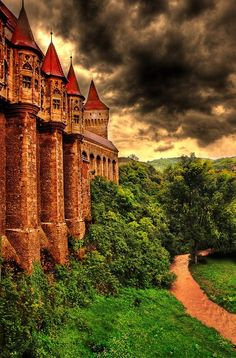 Hunyad Castle, Transylvania, Romania - I don't know if I'd have the guts to actually live in tho'