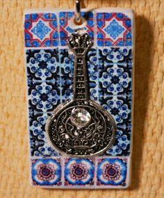 Collar con réplica de azulejos y guitarra por LasJoyitasDeMarie, $25.00