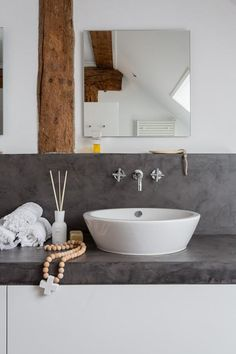 i adore this colour scheme! white, grey and wood…we chose the same colour scheme for our bathroom, white and grey create cool, elegant, peaceful atmosphere and wood add warmth and cozyness…i can´t wait our bathroom is ready;)))