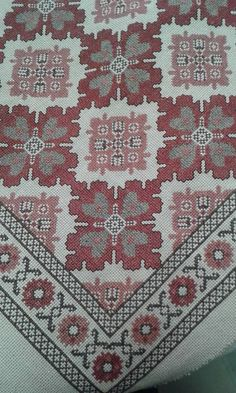 This Pin was discovered by Sev Beaded Embroidery, Cross Stitch Embroidery, Embroidery Patterns, Crochet Patterns, Cross Stitch Designs, Cross Stitch Patterns, Palestinian Embroidery, Cross Stitching, Bargello