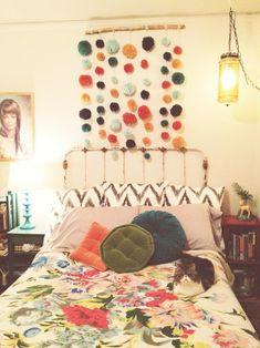 pretty boho + yarn garland. the perfect room!