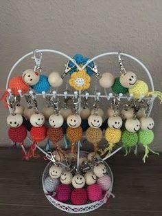 Hoi allemaal, Een aantal maanden geleden haakte ik deze vrolijke gelukspoppetjes voor de werknemers van het verpleeghuis van mijn opa en oma. Er bleek via de Facebookpagina waar ik mijn foto gedeeld h