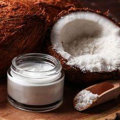 10 Beauty-Anwendungen für Kokosöl, wie z.B. als Hautpflegemittel oder Anti-Falten-Gesichtscreme, als Lippenpflege, Deo, Haarkur, Shampoo oder Zahncreme ...