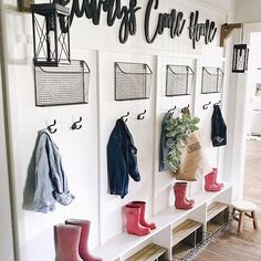 Mudroom goals! It's never too early for spring cleaning, right? @cottonstem has us inspired.