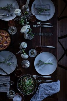 gather   10 tips : how to throw a dinner party in an hour