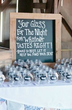 Glass jars and other budget-friendly wedding favor inspiration \/\/ The Complete Guide to Picking the Perfect Wedding Favour - Part 2