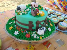 farm cake for old Cupcake Cakes, Cupcakes, Farm Cake, Birthday Cakes, Cake Decorating, Birthdays, Desserts, Kids, Food