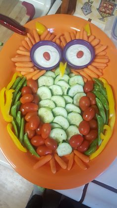 made this owl veggie tray for my daughters holiday party:)