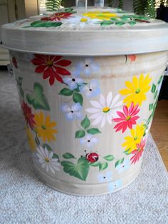 Hand Painted 10 Gallon Galvanized Trash Garbage Cans Trash Cans Ideas of Tr Painted Trash Cans, Paint Cans, Painted Clay Pots, Hand Painted, Painting Galvanized Metal, Seashell Painting, Pebble Painting, Outdoor Trash Cans, Painted Mailboxes