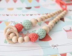 Collar de lactancia, sonajeros, juguete, mordedor de NiHaMa - Nice Hand Made por DaWanda.com