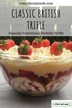 Trifle is a British dessert classic! Who couldn´t like layers of sponge, fruit, custard and whipped cream? Try this easy trifle recipe and see for yourself! Jelly Desserts, Köstliche Desserts, Delicious Desserts, Dessert Recipes, Chef Recipes, Easy Pudding Recipes, Pudding Desserts, Plated Desserts, Recipies