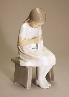 Girl, sitting, Bing & Grondahl figurine