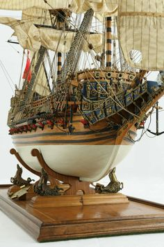 The English Sovereign of the Seas of 1637 Model Sailing Ships, Old Sailing Ships, Wooden Model Boats, Wooden Boats, Model Sailboats, Scale Model Ships, Model Ship Building, Wooden Sailboat, Wooden Ship