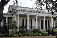 An Insider's Guide to the Amazing Architecture of New Orleans The architectural style of Raised Centerhall Cottages reflect the cultural differences between this area's mostly American population and the Creole sections of New Orleans.