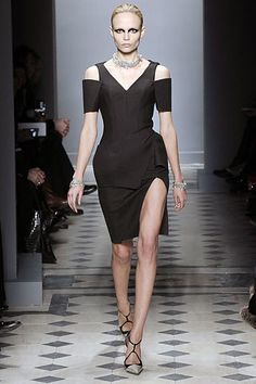 See the complete Balenciaga Fall 2008 Ready-to-Wear collection.