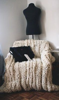 diy knit throw- perfect to cover an ugly comfy chair :)